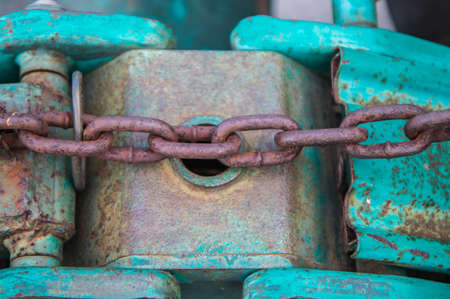 heavy industry: old chain and old hoisting heavy industry
