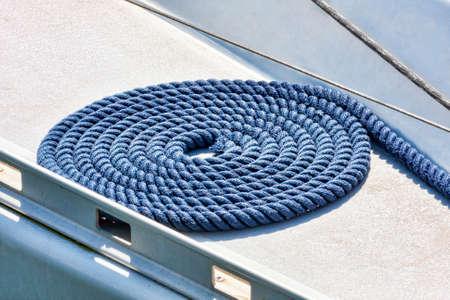 fibra de vidrio: Cuerda envuelta sobre el puente de fibra de vidrio blanca