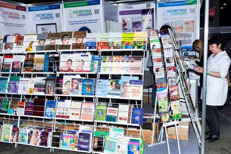 モスクワ, ロシア連邦 - 2017 年 4 月 20 日: Intercharm XVI 国際展専門の化粧品と美容のための機器