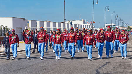 Roma, Italia - 30 de septiembre de 2018: Grupos deportivos de la policía estatal italiana Fiamme Oro alias Gold Falmes, desfiles en el paseo romano en ocasión del 50 aniversario de la fundación de la Asociación Nacional de Policía Estatal.