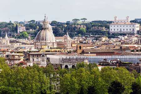 Rome's glimpse with a beautiful dome surrounded by ancient buildings and monuments Archivio Fotografico - 129623364