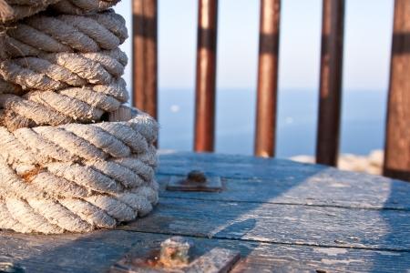 schepen: het touw gewikkeld om de paal