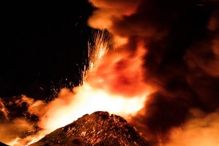castings: New eruption of Etna - 2013