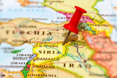 Map of Syria with a white pushpin stuck Banco de Imagens