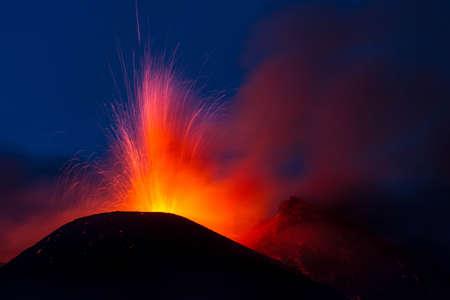 Erupci�n del volc�n Etna en Sicilia, Italia