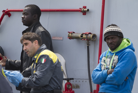 unlawful: Arrived in the port of Catania on patrol Denaro Finance Guard carrying 220 migrants including 5 women. The immigrants were rescued yesterday about forty miles north of Libya; traveling on two rafts long no more than 14 meters. Editorial