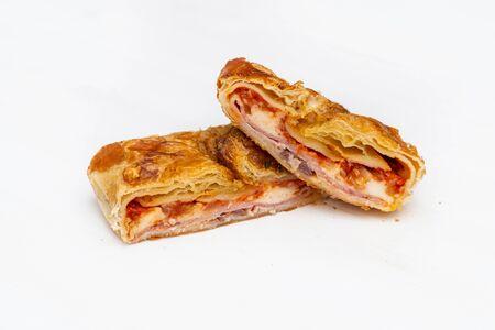 Cipollina siciliana. Un tipico cibo da strada siciliano. Fatto con olive, pomodoro, prosciutto, cipolla e formaggio. Archivio Fotografico