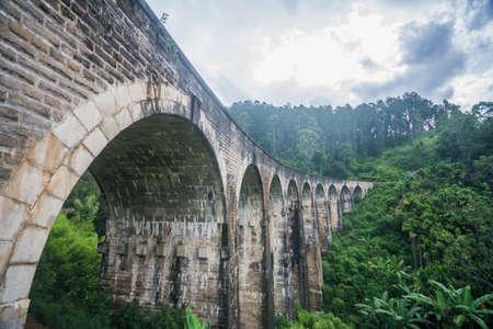 Nueve arcos del puente del corazón - Demodra Sri Lanka Foto de archivo - 59721479