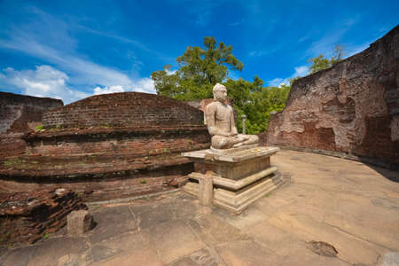 Op de ruïnes van de oude tempel van Wata dageya Polonnaruwa, Sri Lanka