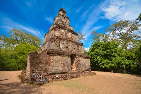 Arqueológico de Polonnaruwa Sathmahal Prasadaya Foto de archivo - 59723530