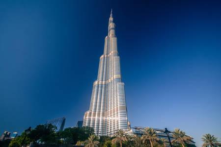 DUBAI, Emiratos Árabes Unidos - 24 de abril de 2016: la torre Burj Khalifa. Este rascacielos es la estructura más alta hecha por el hombre en el mundo, que mide 828 m. Terminado en 2009. 24 de de abril de, 2016, EAU Foto de archivo - 64652714