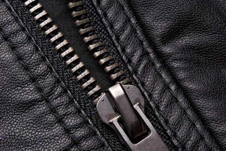 chaqueta de cuero: Cremallera Close-up en la chaqueta de cuero negro