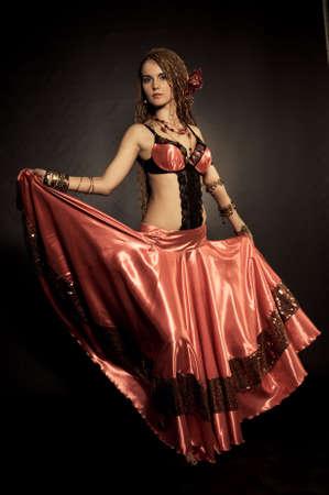 Danseuse de Flamenco dans les vêtements rouges Banque d'images - 6529338