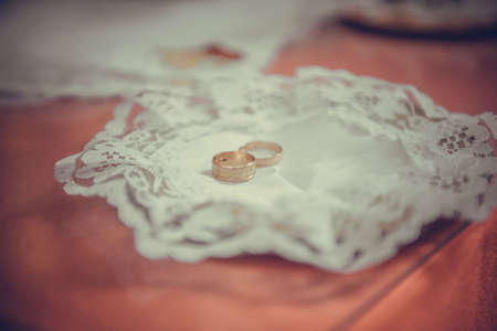 chased: two plain golden wedding rings on a copper salver Stock Photo