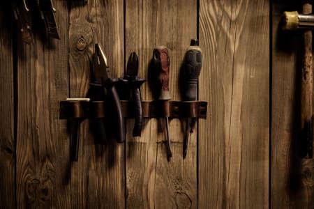 objet artisanal en cuir avec outil à l'aide pour la fabrication