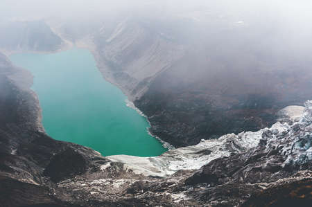 Lac de montagne au Népal Banque d'images