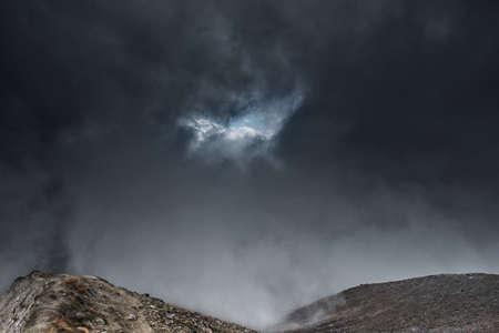 montains haut dans les nuages