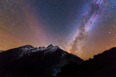 Milky way on starred sky in the mountains Banque d'images