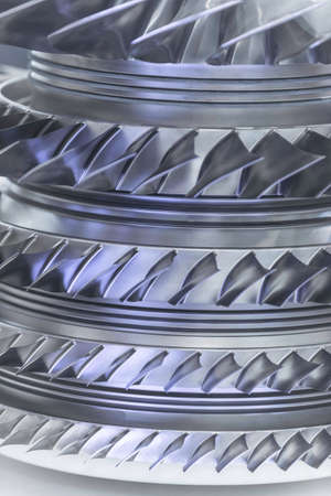 Moteur à turbine. Technologies de l'aviation. Détail du moteur à jet d'avion dans l'exposition. Bleu tonique. Banque d'images - 81101240