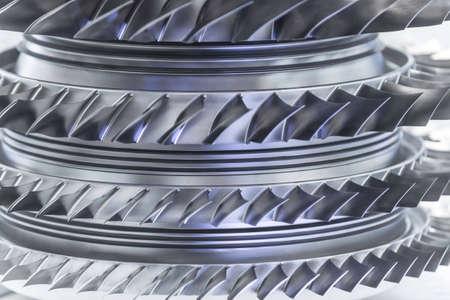 Moteur à turbine. Technologies de l'aviation. Détail du moteur à jet d'avion dans l'exposition. Bleu tonique.