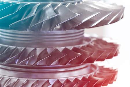 Moteur à turbine. Technologies de l'aviation. Détail du moteur à jet d'avion dans l'exposition. Bleu tonique. Banque d'images - 81101237