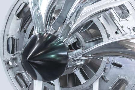 Moteur à turbine. Technologies de l'aviation. Détail du moteur à jet d'avion dans l'exposition. Bleu tonique. Banque d'images - 81116146
