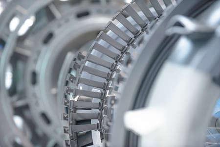 Moteur à turbine. Technologies de l'aviation. Détail du moteur à jet d'avion dans l'exposition. Bleu tonique. Banque d'images - 81115660