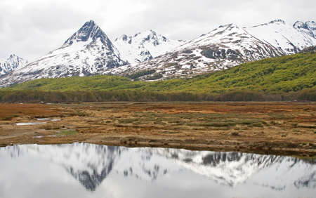 tierra: Ushuaia�s landscape with mountain reflection