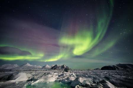 Arctic magisch landschap - Northern Lights - Spitsbergen, Svalbard Stockfoto