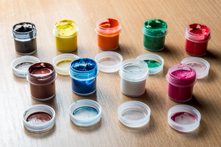 small cans of colorful gouache paint on the whole frame. Horizontal frame Standard-Bild - 116155047