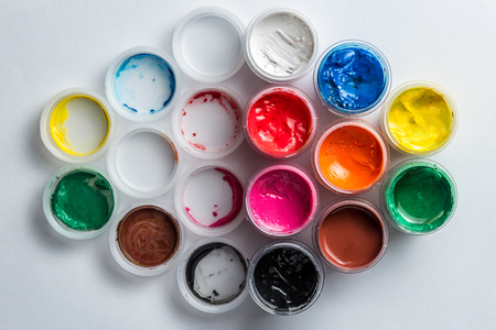 small cans of colorful gouache paint on the whole frame. Horizontal frame Standard-Bild - 116987875