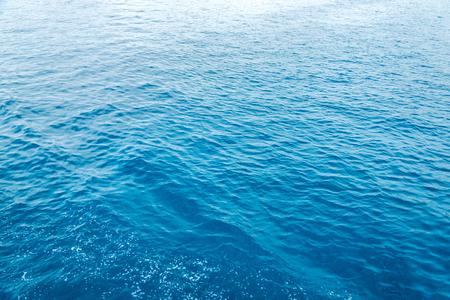 질감 푸른 바다 또는 바다 물 전체 프레임입니다. 수평 프레임