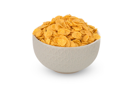 Cornflakes auf weißem Hintergrund. Cornflakes in einer Schüsselnahaufnahme.