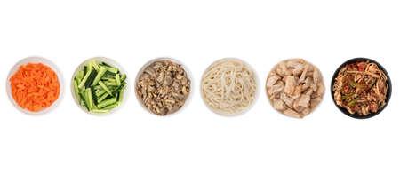 Asian wok noodles on white background. Wok noodles close-up, top view. A set of products for making wok noodles. Foto de archivo