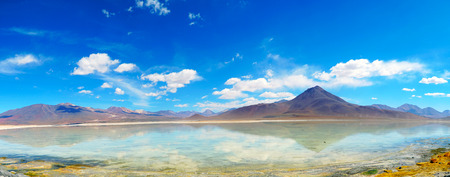 Reflection Of Mountain In Still Lake, Boliva 写真素材 - 102525561