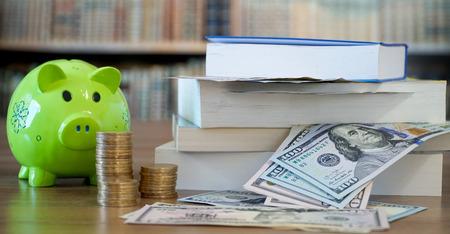 Saving Money for Education 写真素材 - 102628498