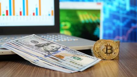 Bitcoin Digital Money and Dollars Stockfoto