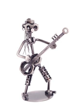 tornillos: El robot de recogida de los tornillos y tuercas soldadas entre s� sobre un fondo blanco