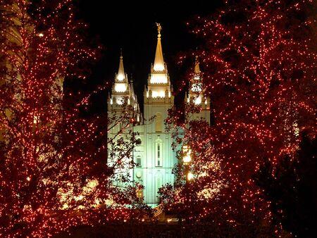 モルモン寺院のクリスマス ライトの夜