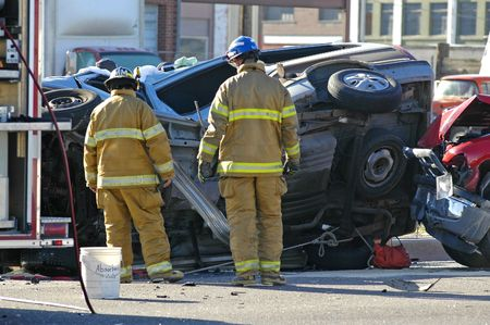 Car accident with emergency people investigating the scene Stock Photo - 585585