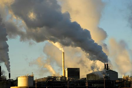 smokestacks from a factory spewing smoke and pollution into the air Reklamní fotografie