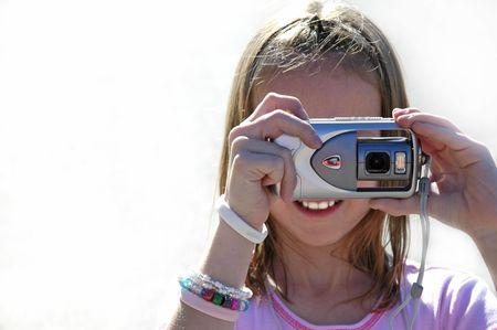 Ragazza fotografo di scattare foto con una fotocamera digitale  Archivio Fotografico - 597053