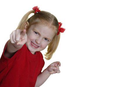 making faces: Bambina vestiti di rosso che si affaccia espressioni