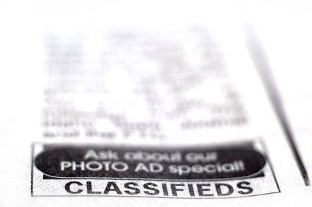 신문에 분류 섹션의 근접 촬영 스톡 콘텐츠