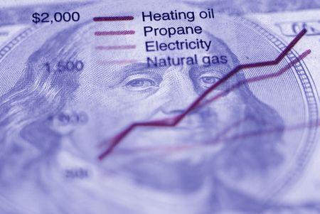 エネルギー使用量のグラフと新聞の切り抜きのクローズ アップ 写真素材