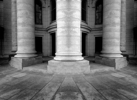 arcos de piedra: Columnas de un edificio antiguo, la arquitectura Foto de archivo