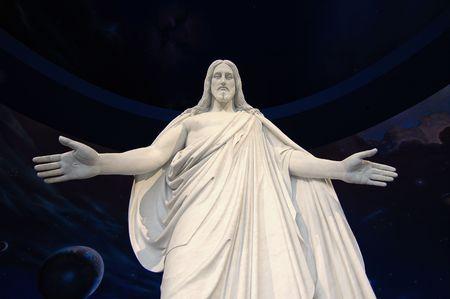 creador: Estatua de Jesucristo con las manos extendidas