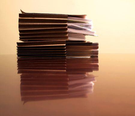 ファイルのペーパーおよびペンのオフィス デスク 写真素材