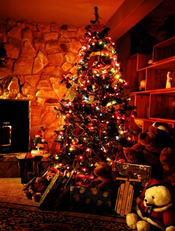 Front room decorated for christmas with christmas tree stockings and fireplace Imagens