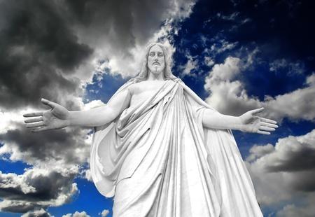Standbeeld van Jezus Christus met uitgestrekte handen